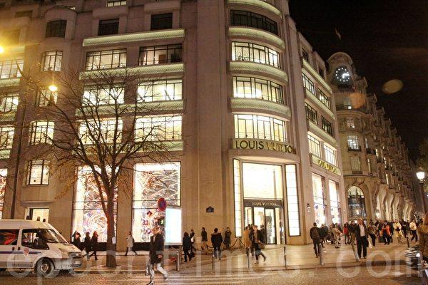 香榭丽舍大街路易威登专卖店的外观。(张妮/大纪元)
