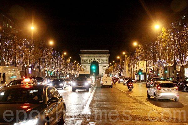 香榭麗舍大街西邊,是著名的凱旋門。(張妮/大紀元)