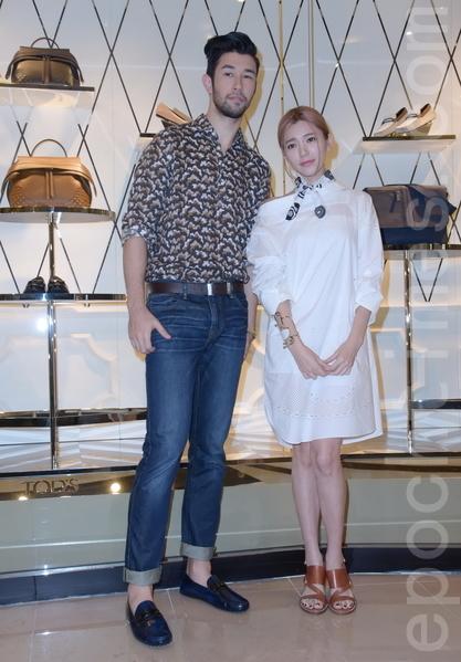 郭雪芙(右)于2015年9日在台北出席品牌活动。对于经纪人Elsa和宋米秦之间的误会,澄清自己是站在中立的立场。(黄宗茂/大纪元)