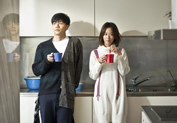 蔡旻佑(左)新歌《假男友》MV影像。(金三角提供)