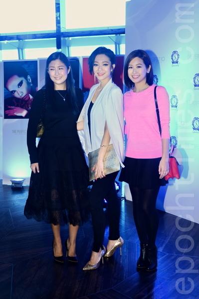 周家蔚(左)等人出席星級化妝師Stephen入行十周年紀念活動。(宋祥龍/大紀元)