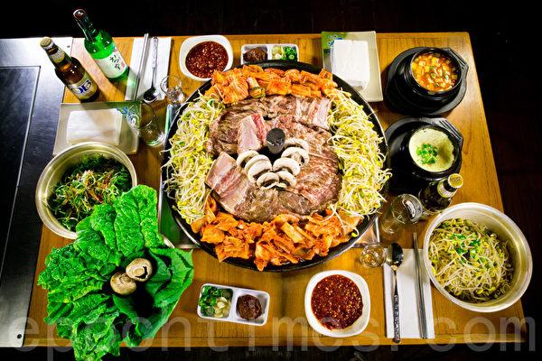 「新羅餐廳」的特色新品鐵鍋蓋烤肉,一上市就引發了紐約韓餐烤肉的震動,食客們紛紛慕名而來,為的是品嚐這份獨特的美味。(張學慧/大紀元)