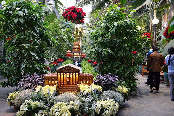 主展厅用植物打造的特区地标建筑模型。(美国国家植物园提供)