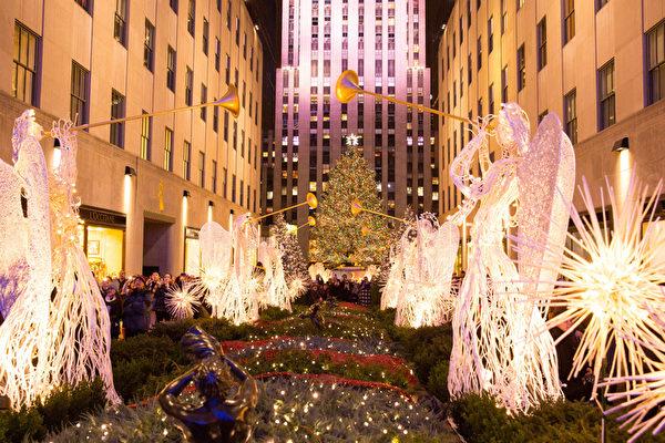 纽约梦幻圣诞夜品味传统与时尚,图为洛克菲勒中心的圣诞灯饰。(戴兵/大纪元)
