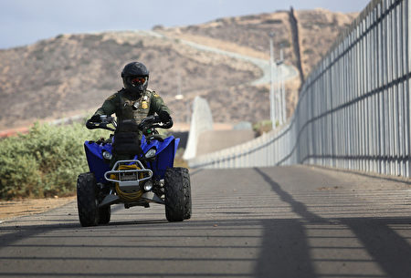 美加墨边境封锁再延期1个月 川普:年底将开放