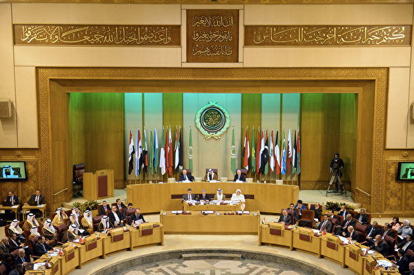 2015年12月24日拍摄,埃及首都开罗,照片显示了阿拉伯国家联盟(阿盟)外长出席紧急会议。会议中讨论了敦促土耳其立即撤出入境伊拉克的军队。(KHALED DESOUKI/AFP)