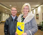 BAIR分析公司策略开发部副总裁Mark Lindsay与妻子Sussane Lindsay为神韵演出所展现的中华文化的深邃内涵所折服。(马亮/大纪元)