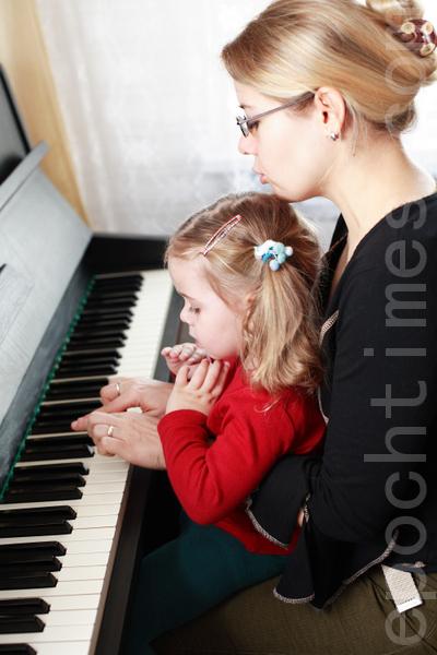 学习演奏乐器。(Fotolia)