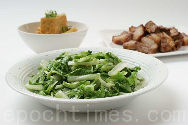 炒青菜(江柏逸/大纪元)