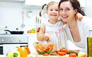 启发孩子下厨的热情 健康饮食教育在美兴起