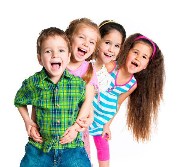大笑的孩子(图片来源:Fotolia)