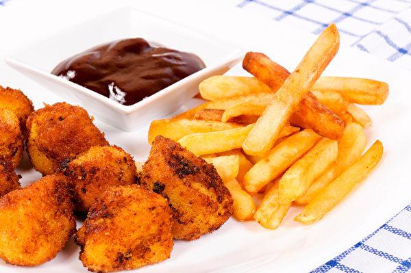 雞肉和薯條(fotolia)