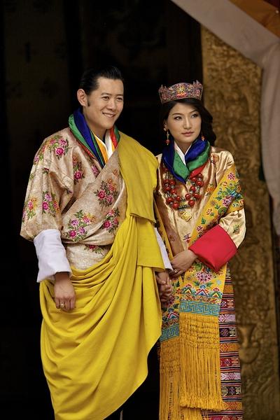 不丹国王凯萨尔.旺楚克(左)和王后吉增.佩玛 (Triston Yeo/Getty Images)