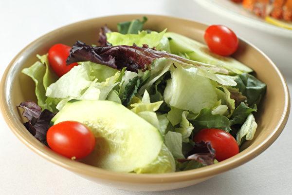 蔬菜沙拉。(張學慧/大紀元)