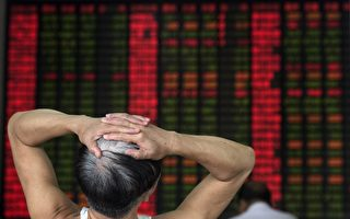 1月7日大陆股市开盘后实际交易进行15分钟,沪深300指数即跌至7%,A股提前收盘。(JOHANNES EISELE/AFP/Getty Images)