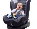 孩子坐在汽車座椅上,能否給他足夠的安全。(fotolia)