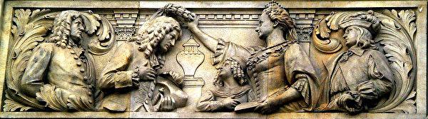 德國漢諾威市政廳上的浮雕,漢諾威公主Sophie給萊布尼茲戴上桂冠,漢諾威美術館藏(維基百科公共領域)