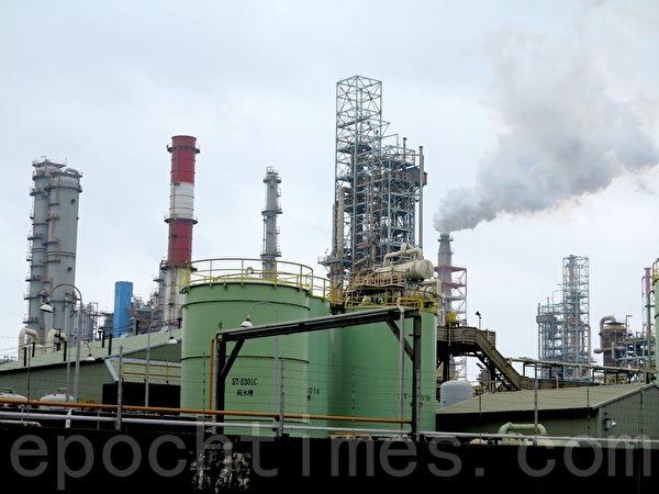 高雄油厂停产后,部分炼油生产线迁至临海工业区中油大林厂。(李晴玳/大纪元)