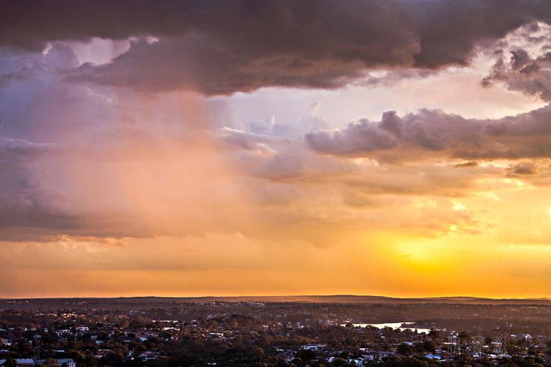 澳大利亚落日时分的天幕(大纪元/伊罗逊)