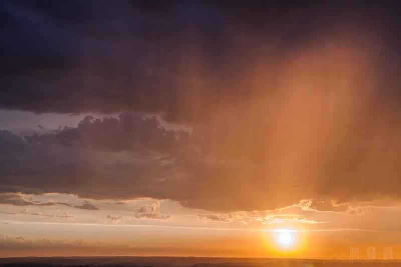 澳大利亚落日时分的天幕光(大纪元/伊罗逊)
