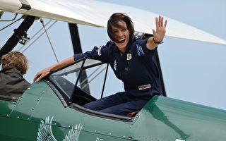 耗時3個月 英女子駕古董飛機飛抵悉尼