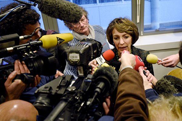 """2016年1月15日,法国卫生部长图雷在雷恩Pontchaillou医院表示,一项新药物临床试验出现""""严重意外"""",导致1人死亡,5人入院。(DAMIEN MEYER/AFP/Getty Images)"""