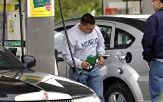 美加油站油價低至47美分 車主大排長龍