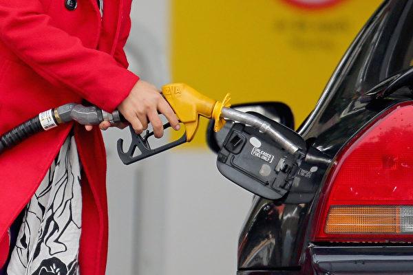劳工节油价跌至新低 六成美国人计划开车出游