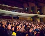 神韵世界艺术团2016年1月20日在美国爱达荷州首府博伊西市的演出一票难求,主办方临时决定加座。图为演出现场。(马亮/大纪元)