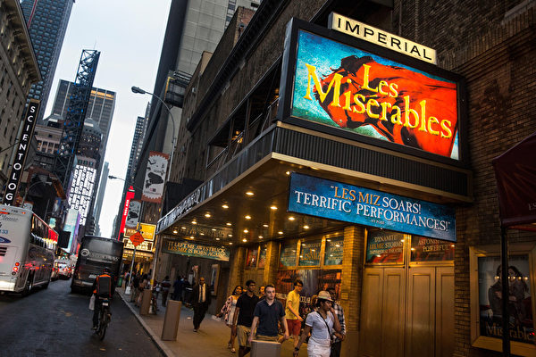 《悲惨世界》是百老汇的经典剧目。(Andrew Burton/Getty Images)