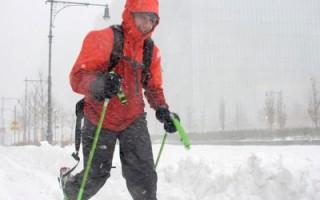 组图:乔纳斯来袭 街头滑雪成纽约奇景
