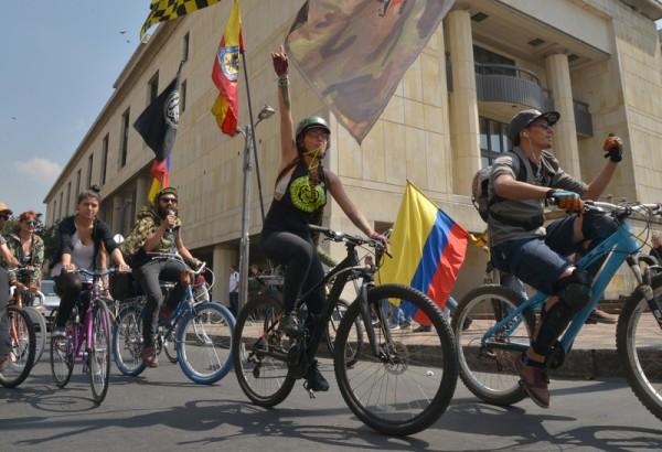 2016年1月24日,波哥大,示威者抗议胡安·曼努埃尔·桑托斯以及哥伦比亚政府的经济政策。(Diana Sanchez/AFP)
