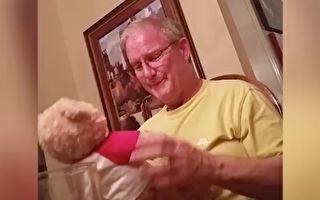 父亲生日接到语音玩具熊礼物 当它开始说话时 他竟感动的落泪