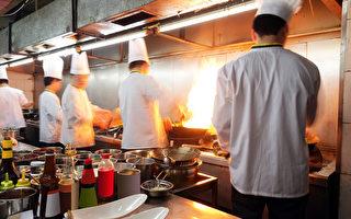 美华裔高材生弃高薪工作 做学徒苦练做中餐