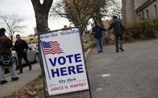 今年是美国总统大选年,民主与共和两党总统参选人正铆足全力冲刺两党初选。图为一个投票点。(Joshua Lott/Getty Images)
