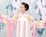 """古代人们认为,惟有品德贤淑的女子,才能齐家、教育出好子女。图为加拿大""""世界小姐""""华裔女孩Anastasia Lin的汉服风采。(图片由Anastasia Lin提供)"""