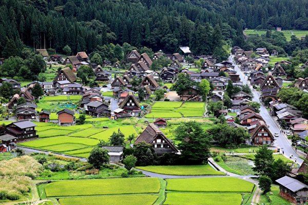 日本登錄世界文化遺產的白川鄉合掌村。(李賢珍/大紀元)