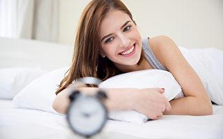 哈佛心理學家:醒來先做一個動作提升自信