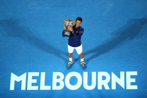 2016年1月31日,本赛季首个大满贯赛—澳网公开赛,塞尔维亚球王德约科维奇以直落三击败穆雷,六夺澳网男单冠军。(Quinn Rooney/Getty Images)