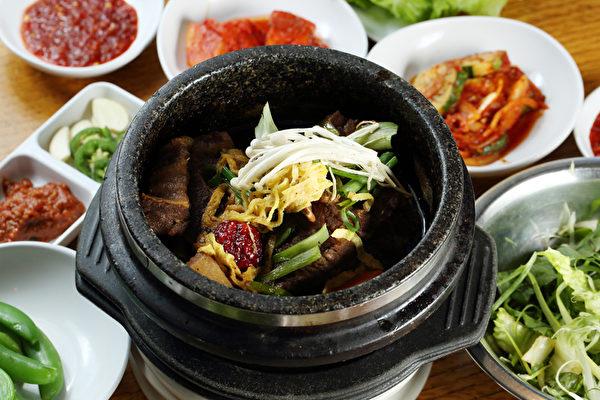 新羅餐廳的韓式燉牛排骨。(大紀元圖片)