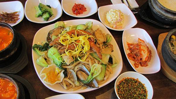 海鮮炒烏冬麵。(大紀元圖片)