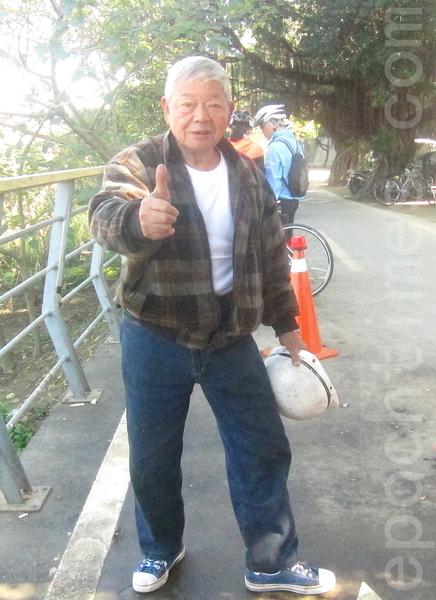 今年邁入第21年的臺灣萬華「刈包吉」廖榮吉(圖)免費「街友宴」。(鍾元/大紀元)