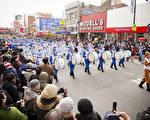 圖為2012年法輪功團體的天國樂團在遊行中。 (攝影﹕愛德華/ 大紀元)