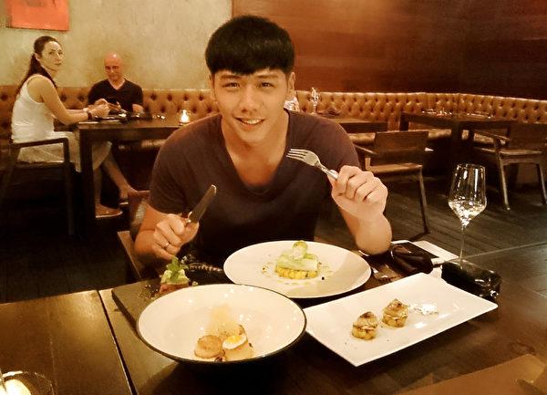 蔡旻佑過年期間赴蘇美島度假吃吃喝喝。(一起娛樂提供)