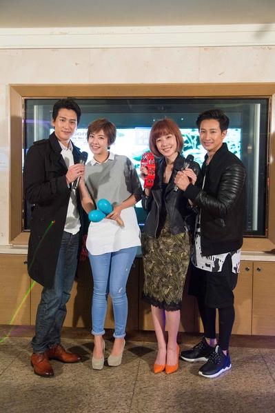 《大人情歌》主演邱凯伟(右起)、李维维、周采诗与邵翔齐聚高歌同乐。(三立提供)