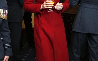 靓丽又节俭 凯特王妃再穿一袭红衣
