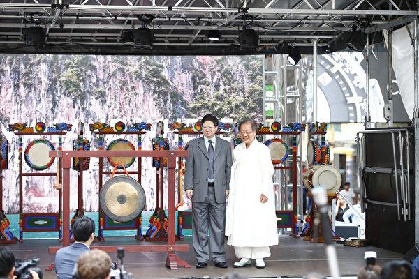 扁康韓醫院徐孝錫院長在美國紐約獲得「2015年美國華人健康傑出貢獻獎」。(圖/大紀元)