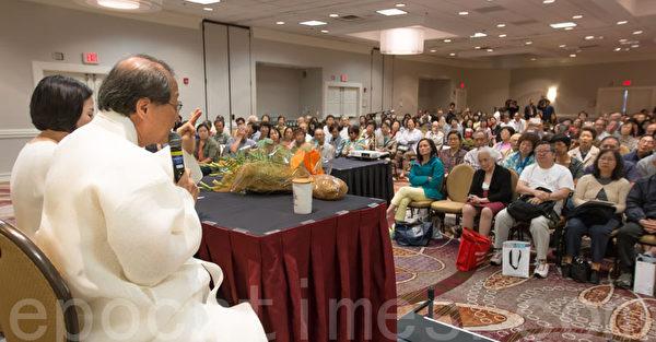 2015年7月扁康丸創始人徐孝錫院長在舊金山灣區健康講座現場。(圖/大紀元)