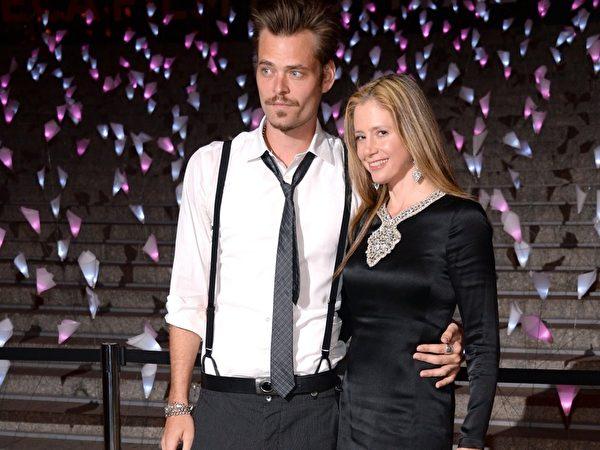 演员克里斯托弗‧巴克斯与妻子出席2013年翠贝卡电影节派对。(Dimitrios Kambouris/Getty Images)