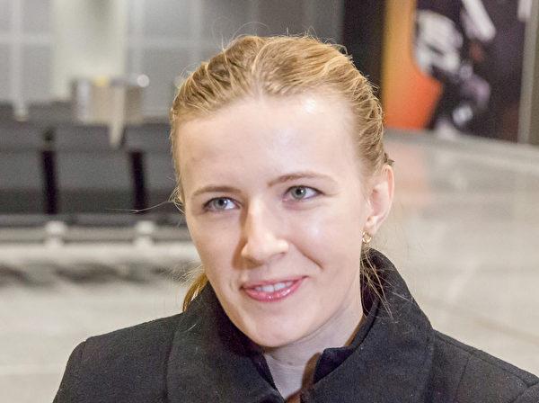 神韻樂團的中提琴手Paulina Cha來自波蘭,到了歐洲就有了回家的感覺。(Matthias Kehrein/大紀元)
